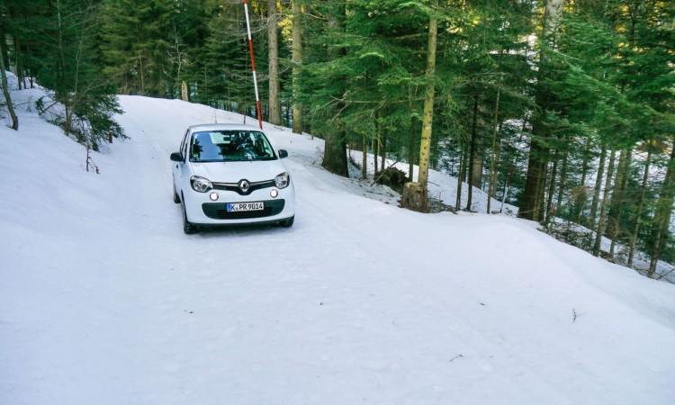 Der Renault Twingo blieb bei dieser leichten Steigung aufgrund seiner Regelungssysteme einfach stehen und wollte partout nicht mehr weiterfahren