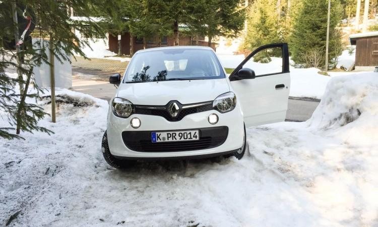 """Der Renault Twingo blieb im Schwarzwald im """"Schnee"""" stecken"""