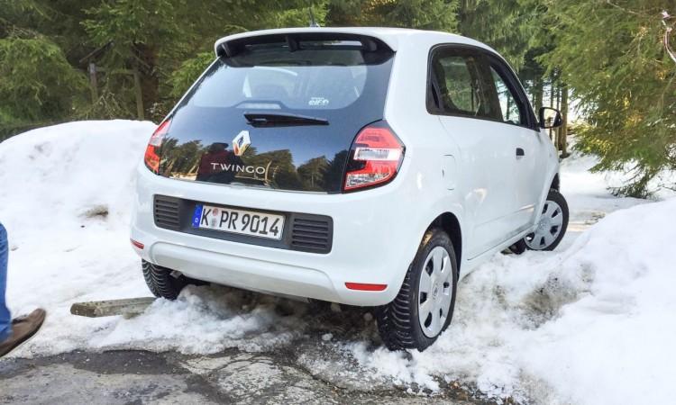 Renault Twingo im Schwarzwald im Schnee