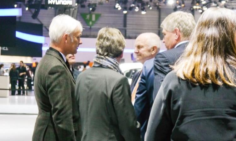 """Aus den Gerüchten und dem angeblichen Wunsch von Ferdinand Piech, Porsche-Chef Matthias Müller an die Spitze des Konzerns zu befördern, wurde nichts. Müller ist wohl ganz froh, hatte er doch schon in den letzten Jahren eine Nachfolge von Winterkorn dementiert: """"Er fühle sich zu alt für den Posten als Vorstandsvorsitzender des Volkswagen Konzerns."""""""