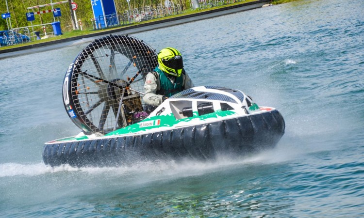 Hovercraft-Show auf der Tuning World Bodensee 2015
