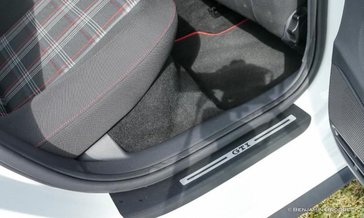 Die Einstiegsleisten des VW Polo GTI mit gleichnamigem Branding.
