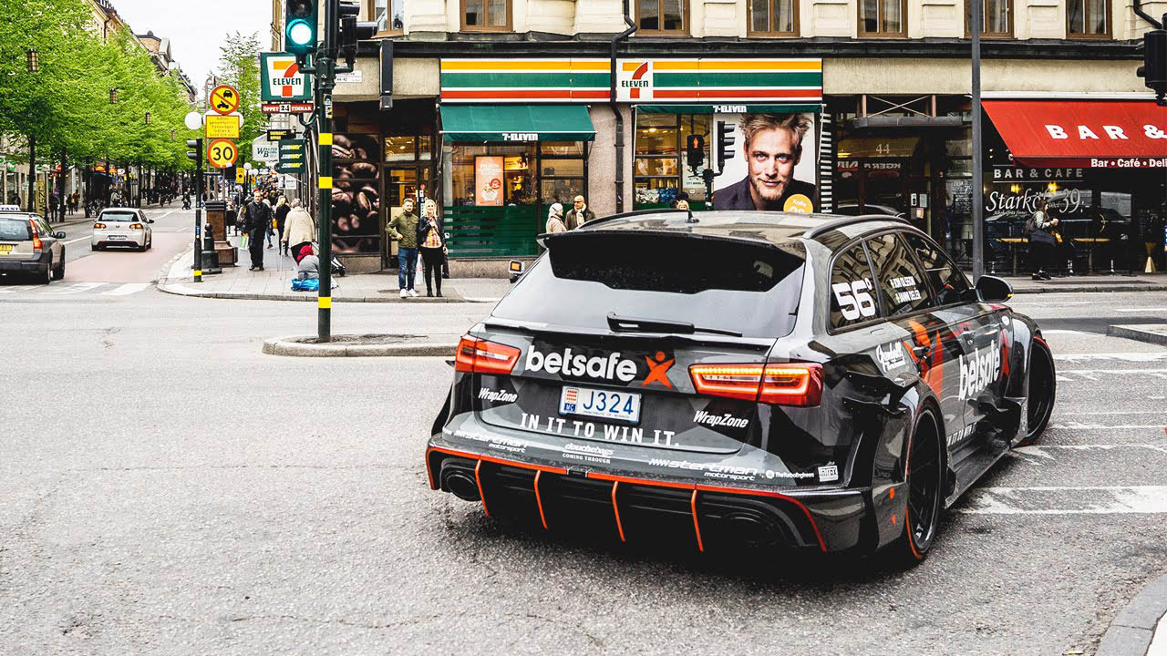 Jon Olsson in Audi RS6 DTM Widebody Taxi-Dienst Uber Stockholm