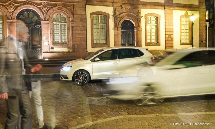 Neuer VW Polo GTI trifft alten VW Polo GTI - in Colmar bei Nacht.