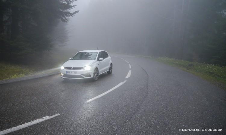Der VW Polo GTI im Elsass, Frankreich, lässt sich auch bei schlechten Wetterverhältnissen extrem gut beherrschen.