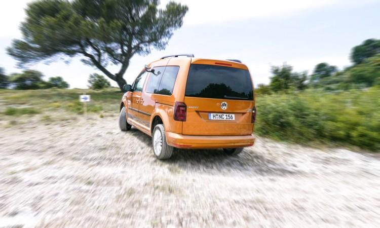 VW Caddy Beach 4Motion 2016 sandorange Allrad kurzer Radstand Für Luxus Groupies und Wellenreiter. 5 750x450 - VW Caddy Beach 4Motion: Für Luxus-Groupies und Wellenreiter.