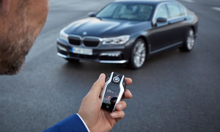 Der neue BMW 7er Fernsteuerung per Autoschlüssel Ambientebeleuchtung Luxus Nachtbeleuchtung Technologie 21 750x450 - Der neue BMW 7er 730d: Fernsteuerung per Autoschlüssel.
