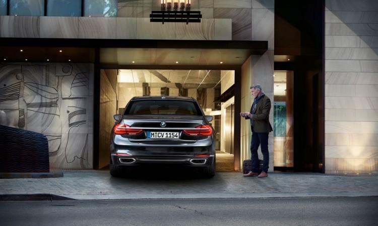 Der neue BMW 7er 730d: Fernsteuerung per Autoschlüssel.