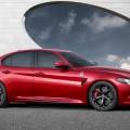Und wenn der Alfa Romeo Giulia sich auch noch so fährt wie er aussieht, steht dem finanziellen Aspekt nichts im Wege, denn das Exterieur-Design ist rundum gelungen. Eine wohl tuende Abwechslung vom deutschen Einheitsbrei-Konsortium.