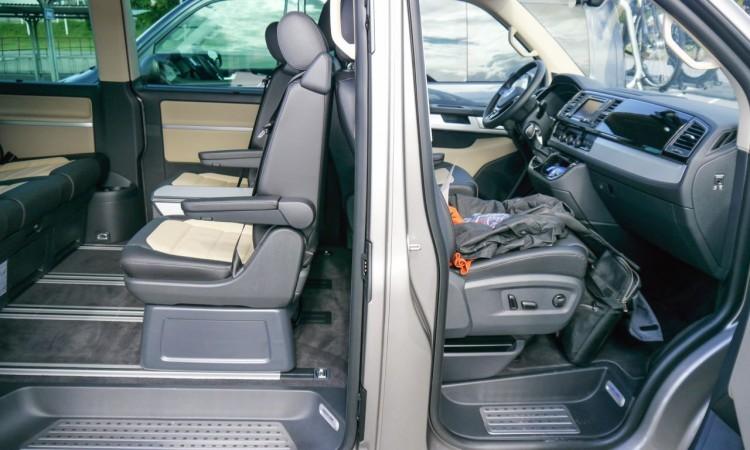 1Volkswagen VW Bus T6 Multivan Caravelle Generation Six Stockholm Fahrpräsentation AUTOmativ 54 750x450 - VW T6 Multivan: Bulli Nummer sechs erlebt Retro-Comeback.