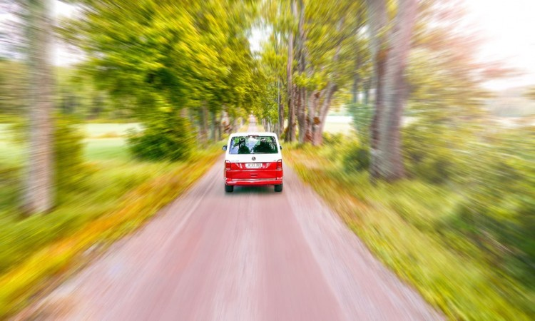 """Das neue adaptive Fahrwerk des VW T6 ist sehr breit gefächert und im Fonds im Modus """"Komfort"""" schon sehr schaukelig."""