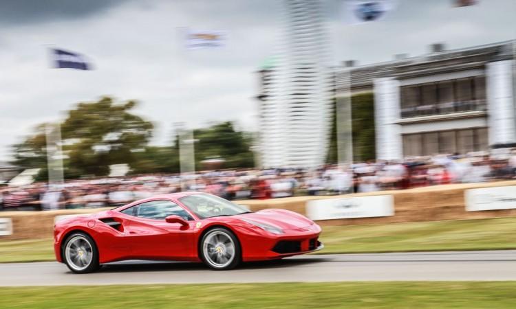 Ferrari hat uns ein paar bewegte Bilder vom Goodwood Festival of Speed 2015 zukommen lassen dessen Inhalte wir natürlich sehr gerne weitergeben 2 750x450 - Das Goodwood Festival of Speed 2015 aus Sicht von Ferrari. Schon cool!