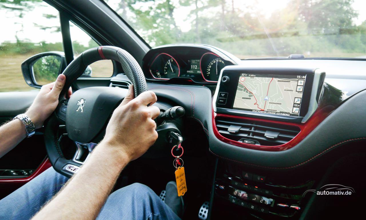 Peugeot 208 gti franzosen renner f r einen ganzen tag for Interieur 208 gti