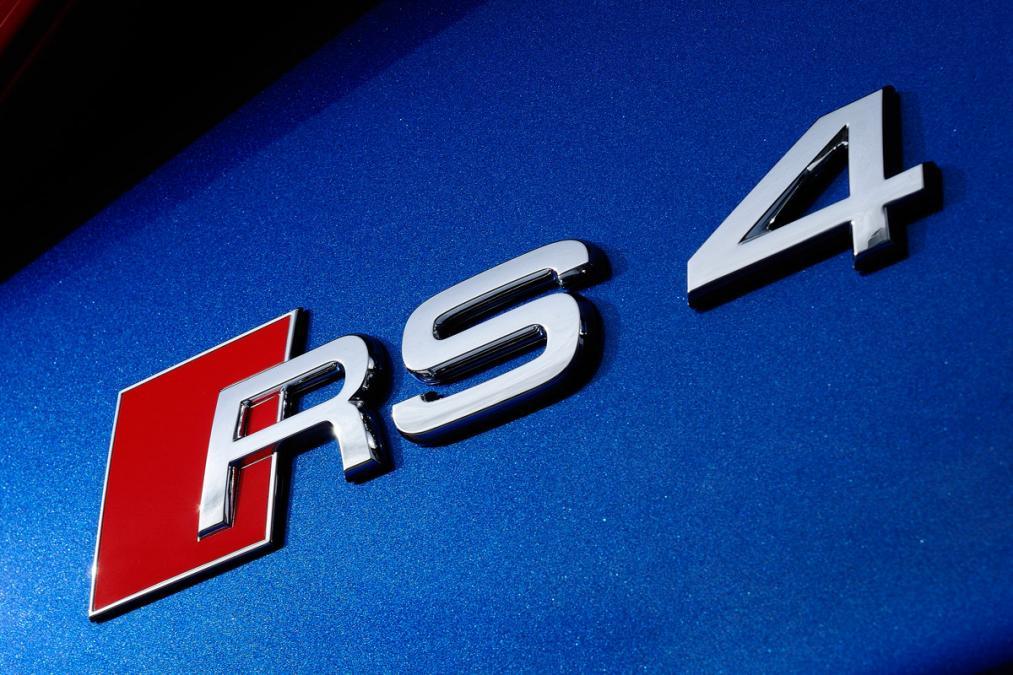 Audi RS4 Schriftzug