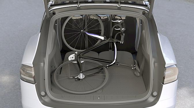 Tesla Model X Laderaum Fahrrad