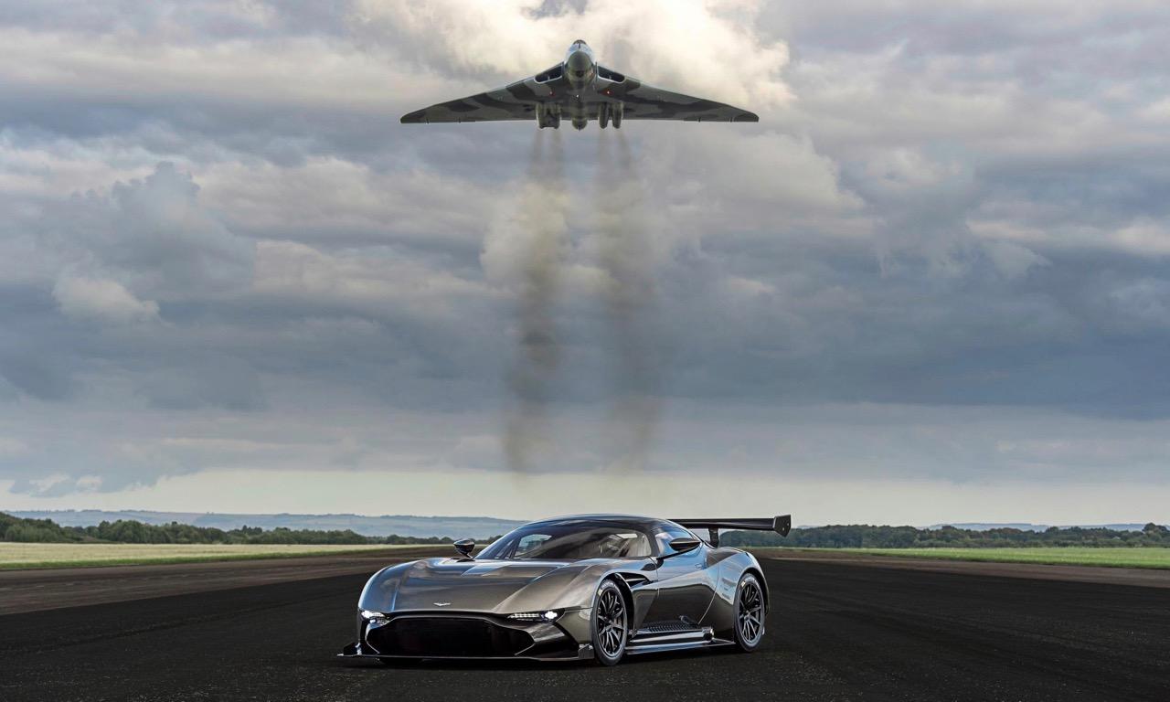 Aston Martin Vulcan Trifft Auf Avro Vulcan Coole Aktion Automativ De Das Auto Magazin