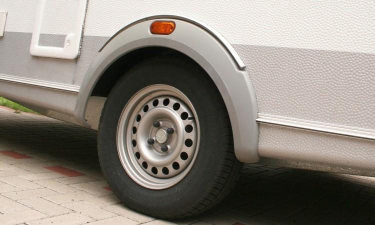 Ratgeber Wohnwagen: Reifentausch alle sechs Jahre Pflicht!