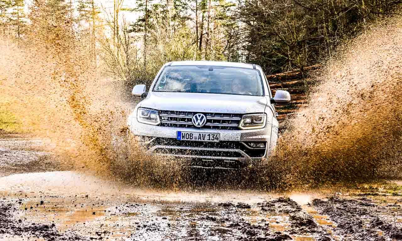 VW Amarok V6 bei einer Wasserdurchfahrt