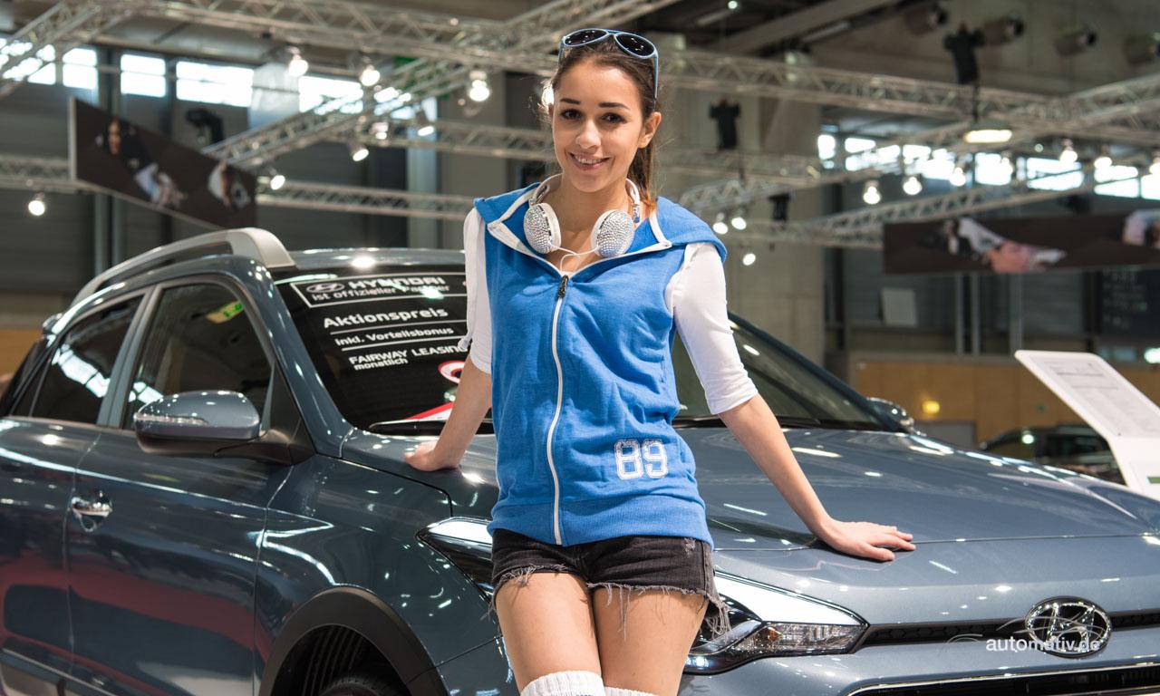 Vienna Auto Show 2016: Großes Parkhaustreffen mit netten Mädels