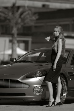 Aston Martin Vanquish Photoshooting 4 241x360 - Kinga, der Aston Martin Vanquish und ich