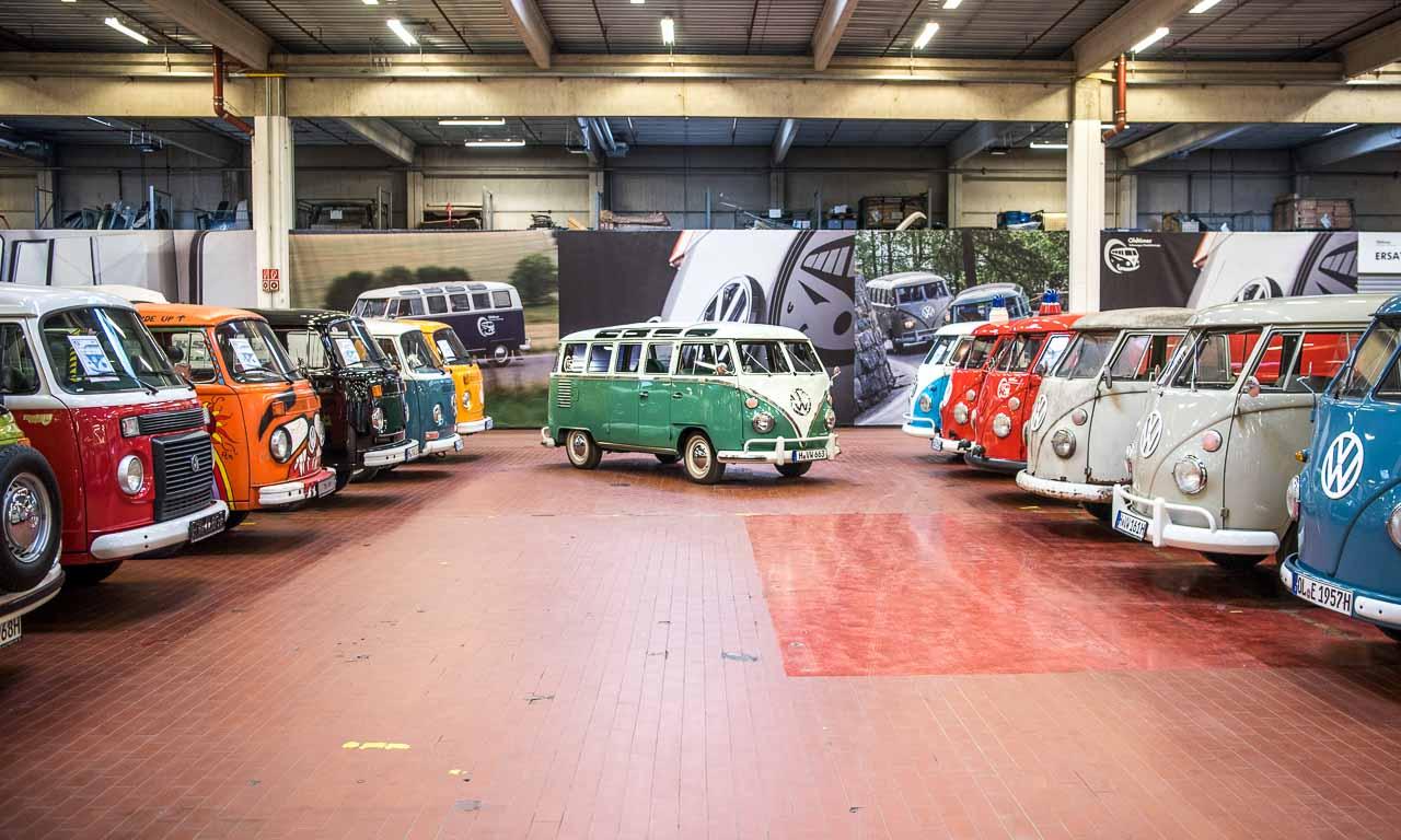 """It's a Bulli's World: In den kleinen """"heiligen Hallen"""" bzw. der Oldtimer-Werkstatt von Volkswagen Nutzfahrzeuge"""