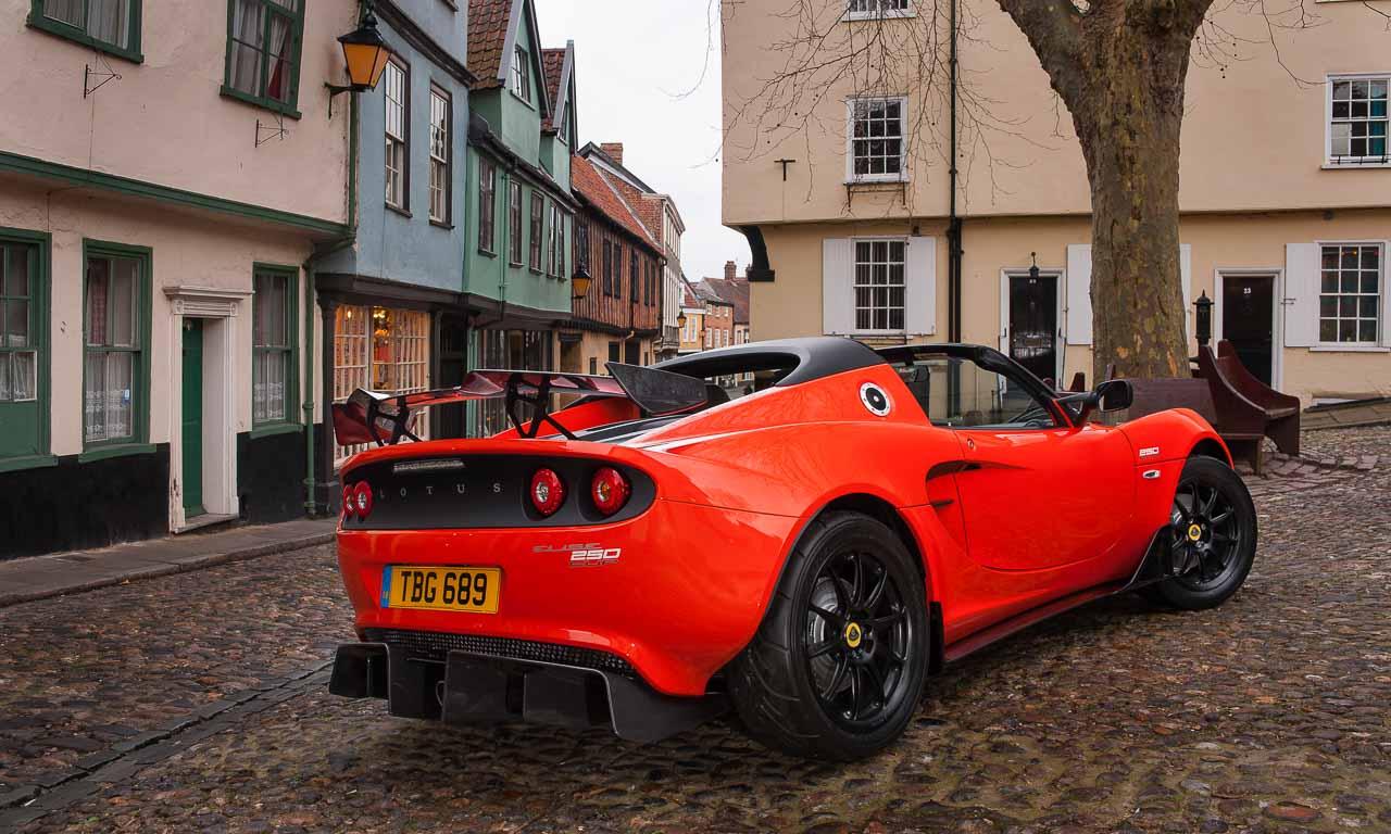 Lotus-Elise-Cup-250-Sportwagen-Fruehling-AUTOmativ.de-Benjamin-Brodbeck-Automobilsalon-Genf-England-Britischer-Sportwagen-Rennwagen-Rundstrecke-Porsche-Boxster