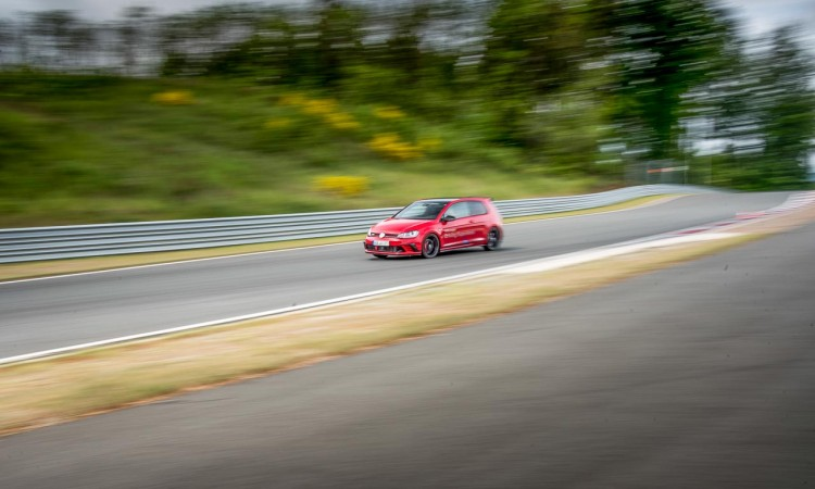 VW Golf GTI Clubsport oder Golf R? Test auf der Bilster Berg Rennstrecke