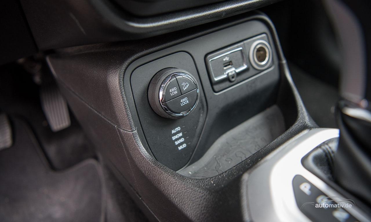 Mit dem Jeep Renegade Limited 4x4 kann man auch richtig Offroad gehen: eine andere Untersetzung, Bergabfahrhilfe und verschiedene Modi für den Fahruntergrund sprechen Bände