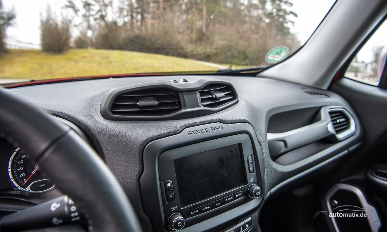 Grob, aber mit Charakter - das Interieur des Jeep Renegade