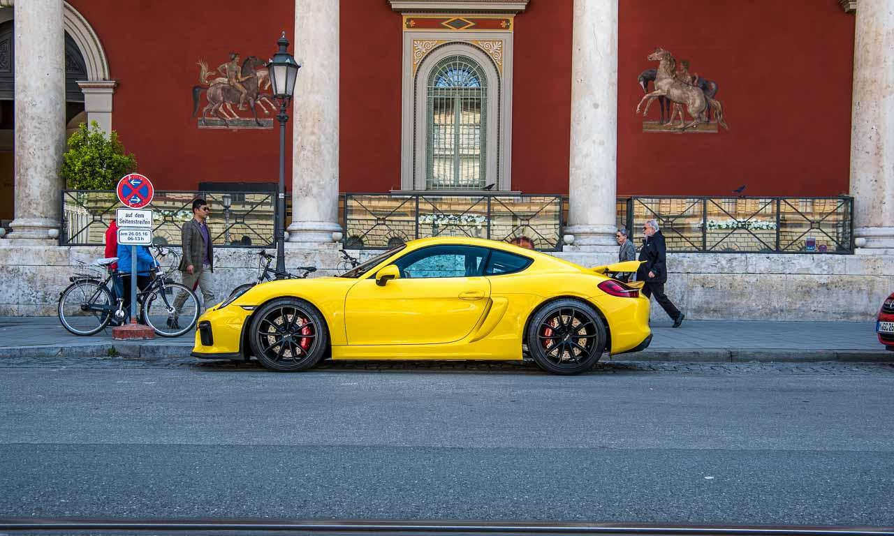Porsche-Cayman-GT4-Sportwagen-Spotted-in-Muenchen-City-Ludwigsstraße-Das-absolute-Traumauto-wenn-wir-das-Geld-dazu-haetten-Benjamin-Brodbeck-AUTOmativ
