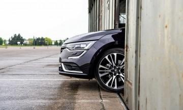 Renault-Talisman-Limousine-und-Grand-Tour-im-Test-Fahrbericht-AUTOmativ-franzoesische-Luxus-Limousine-Benjamin-Brodbeck-Flugplatz-Mendig-Koeln