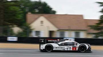 Wenn ein Porsche endlich mit 320 Km/h auf der Landstraße fahren darf