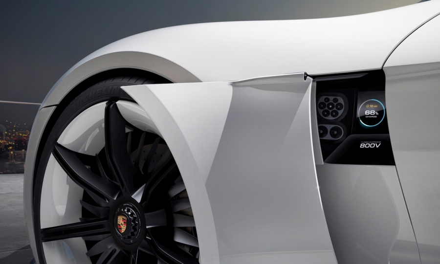 Porsche-Mission-E-Konzept-7