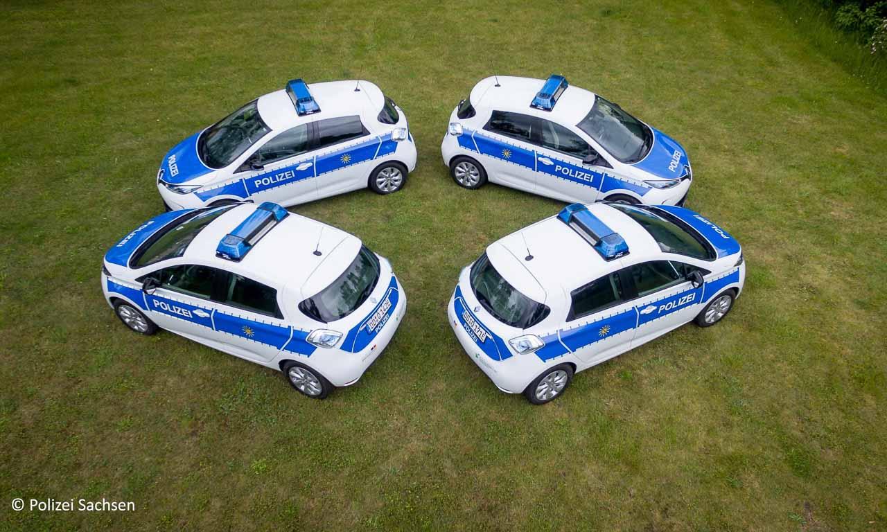 Es soll auch kreative Menschen bei der Polizei geben - das beweist zumindest dieses Photo. Eine Momentaufnahme des zweiten Autoballett-Ensembles der Polizei-Zweigstelle Dresden.