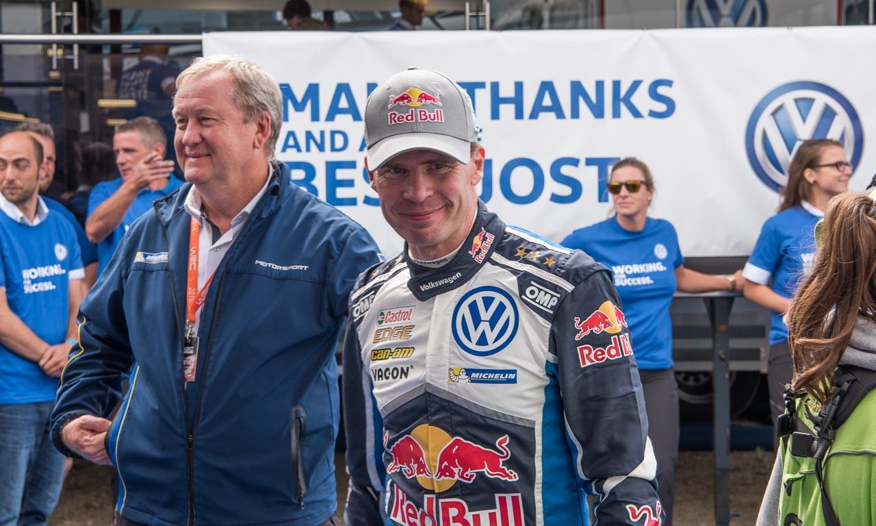 Sebastien Ogier mit äußerst zufriedener Miene nach seinem Sieg bei der Rallye Deutschland.
