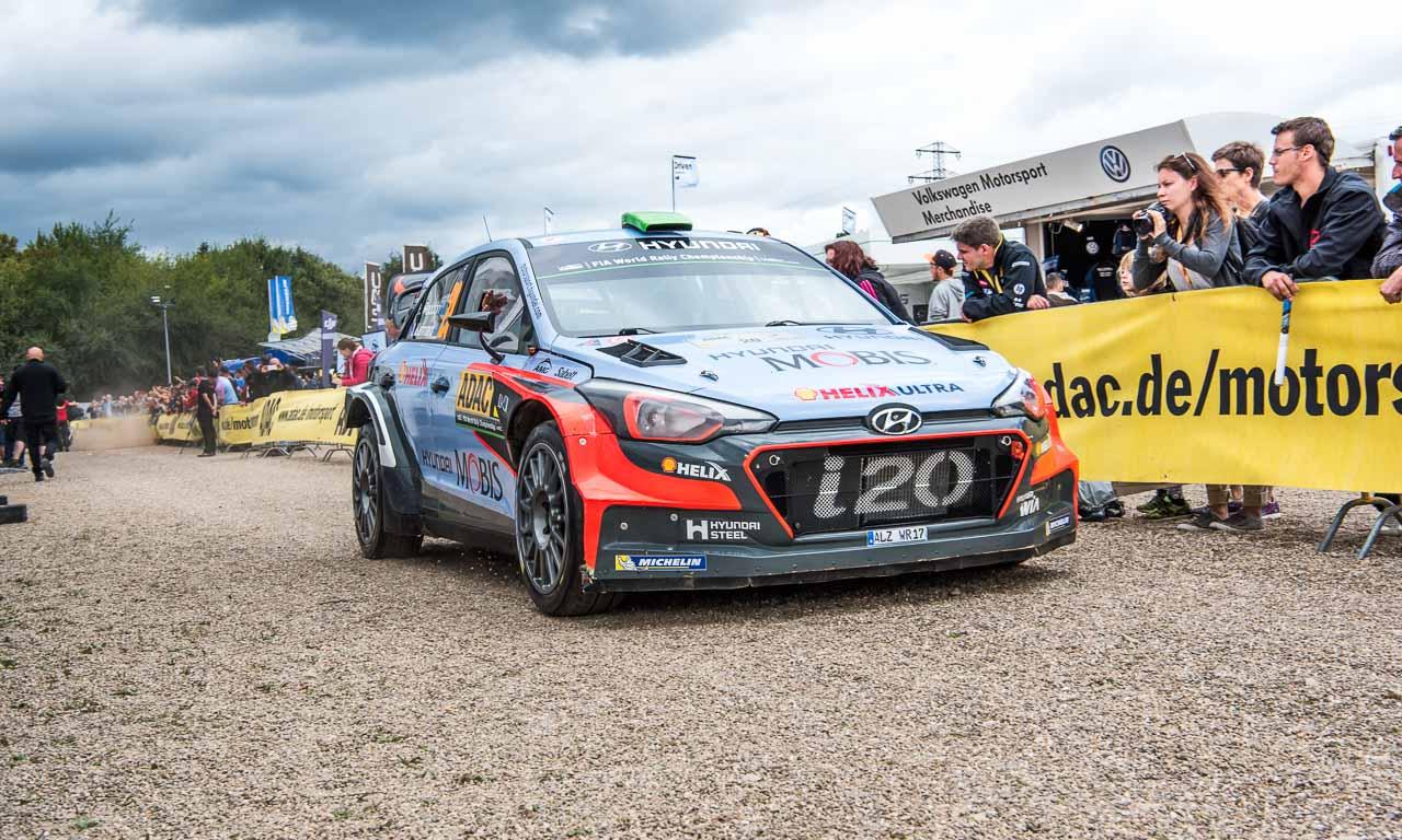 Zweit- und Drittplatzierter wurde Hyundai mit der Rallyeversion des i20.