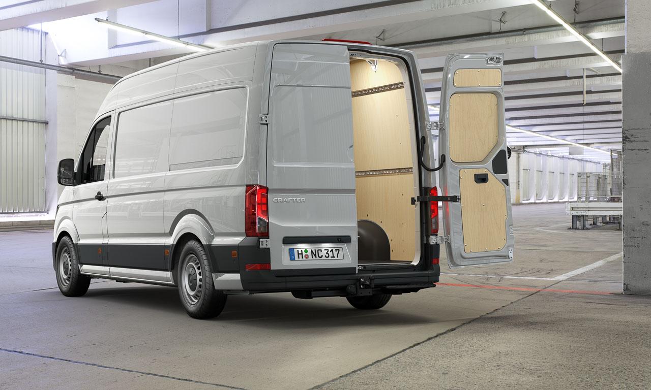 2017 Volkswagen Nutzfahrzeuge Crafter Weltpremiere erster Eindruck und Walkaround der verschiedenen Ausfuehrungen 2 - Der neue 2017 VW Crafter ist 1.500 Euro günstiger - Unser erster Eindruck