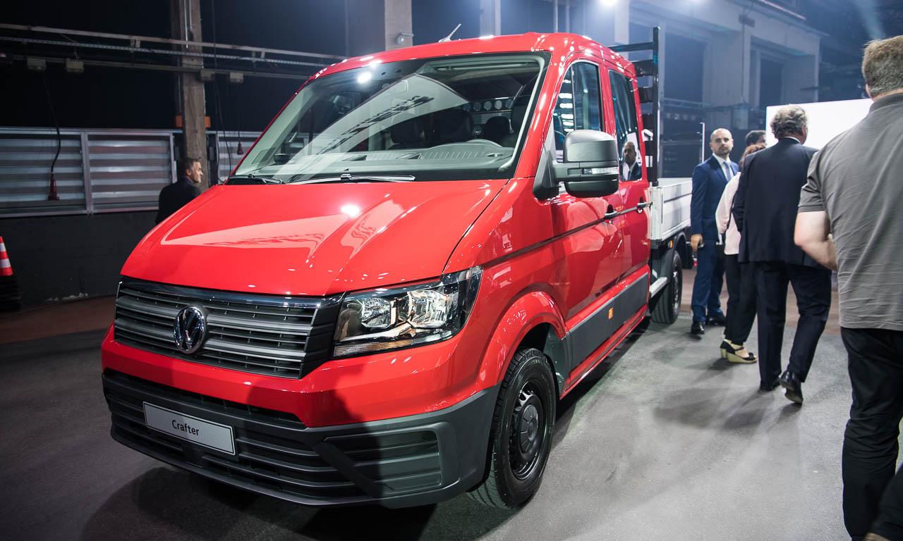 2017 Volkswagen Nutzfahrzeuge Crafter Weltpremiere erster Eindruck und Walkaround der verschiedenen Ausfuehrungen 20 - Der neue 2017 VW Crafter ist 1.500 Euro günstiger - Unser erster Eindruck