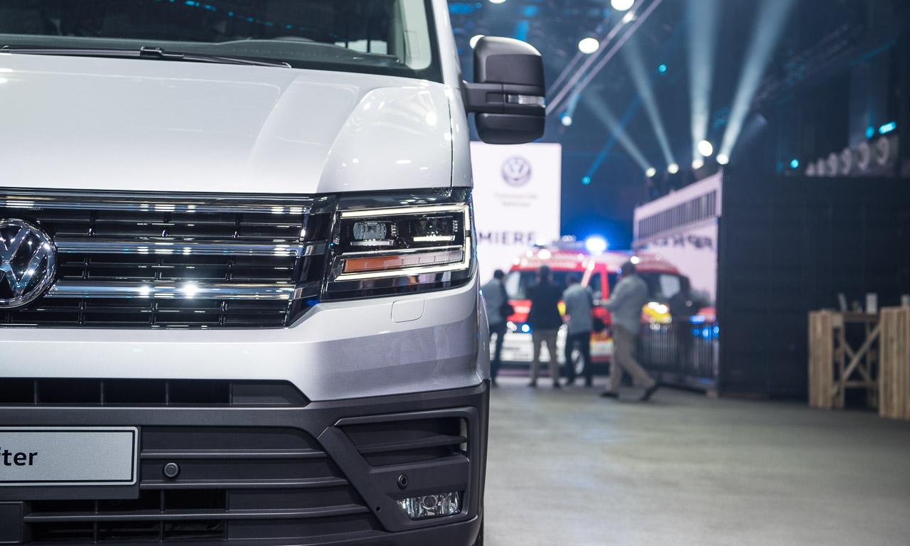 2017 Volkswagen Nutzfahrzeuge Crafter Weltpremiere erster Eindruck und Walkaround der verschiedenen Ausfuehrungen 23 - Der neue 2017 VW Crafter ist 1.500 Euro günstiger - Unser erster Eindruck