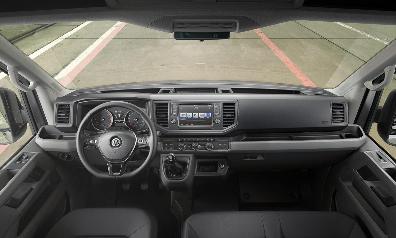 2017 Volkswagen Nutzfahrzeuge Crafter Weltpremiere erster Eindruck und Walkaround der verschiedenen Ausfuehrungen 3 - Der neue 2017 VW Crafter ist 1.500 Euro günstiger - Unser erster Eindruck