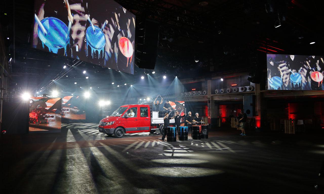 2017 Volkswagen Nutzfahrzeuge Crafter Weltpremiere erster Eindruck und Walkaround der verschiedenen Ausfuehrungen 7 - Der neue 2017 VW Crafter ist 1.500 Euro günstiger - Unser erster Eindruck