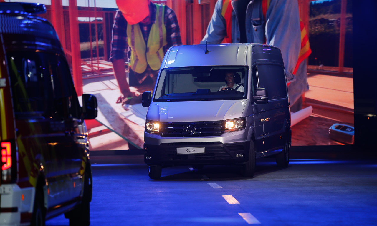 2017 Volkswagen Nutzfahrzeuge Crafter Weltpremiere erster Eindruck und Walkaround der verschiedenen Ausfuehrungen 8 - Der neue 2017 VW Crafter ist 1.500 Euro günstiger - Unser erster Eindruck