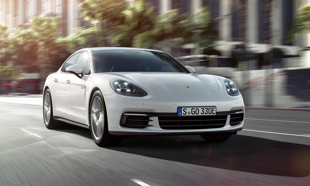 Der neue Porsche Panamera 4 E-Hybrid soll mit bekannter 918 Spyder-Technik nur 2,5 Liter auf 100 Kilometer verbrauchen und 50 Kilometer rein elektrisch fahren können.