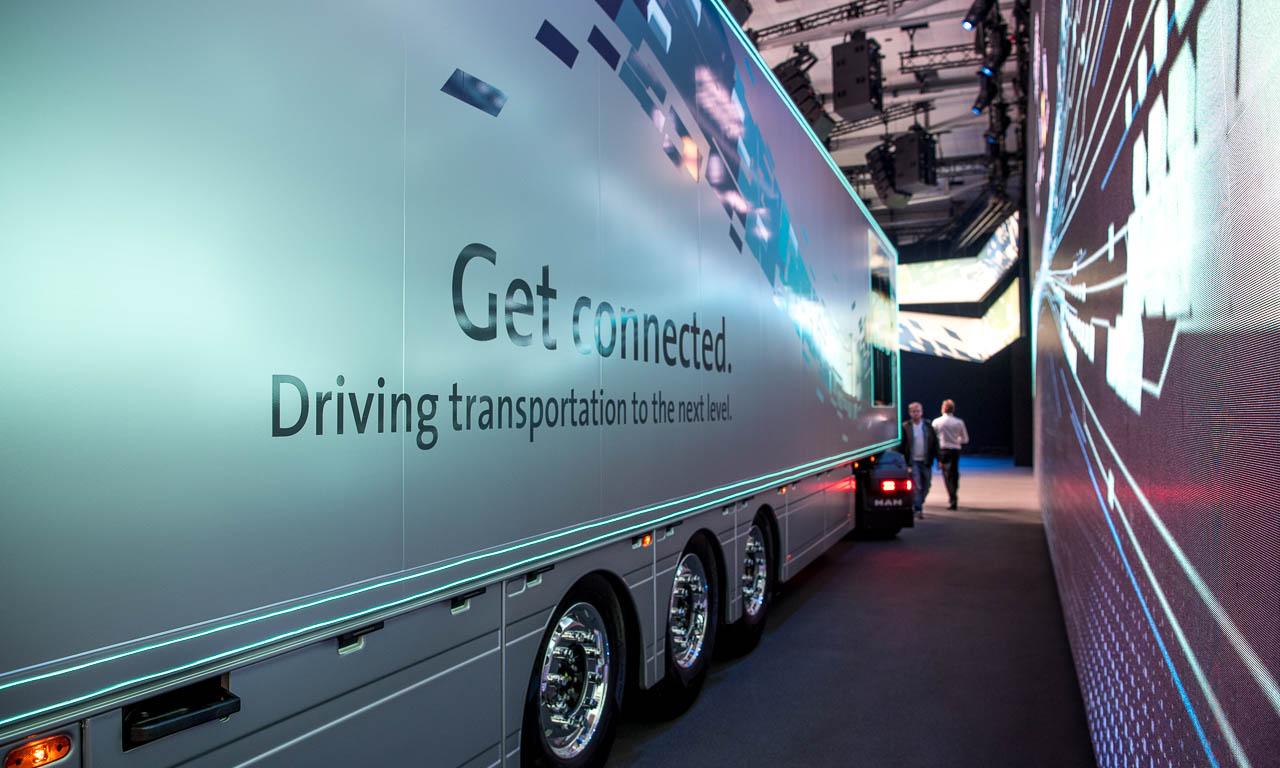 Wie bei den PKW wird auch die LKW- und Nutzfahrzeug-Industrie über Daten verbunden, um Synergien zu nutzen und ökologischer transportieren zu können.