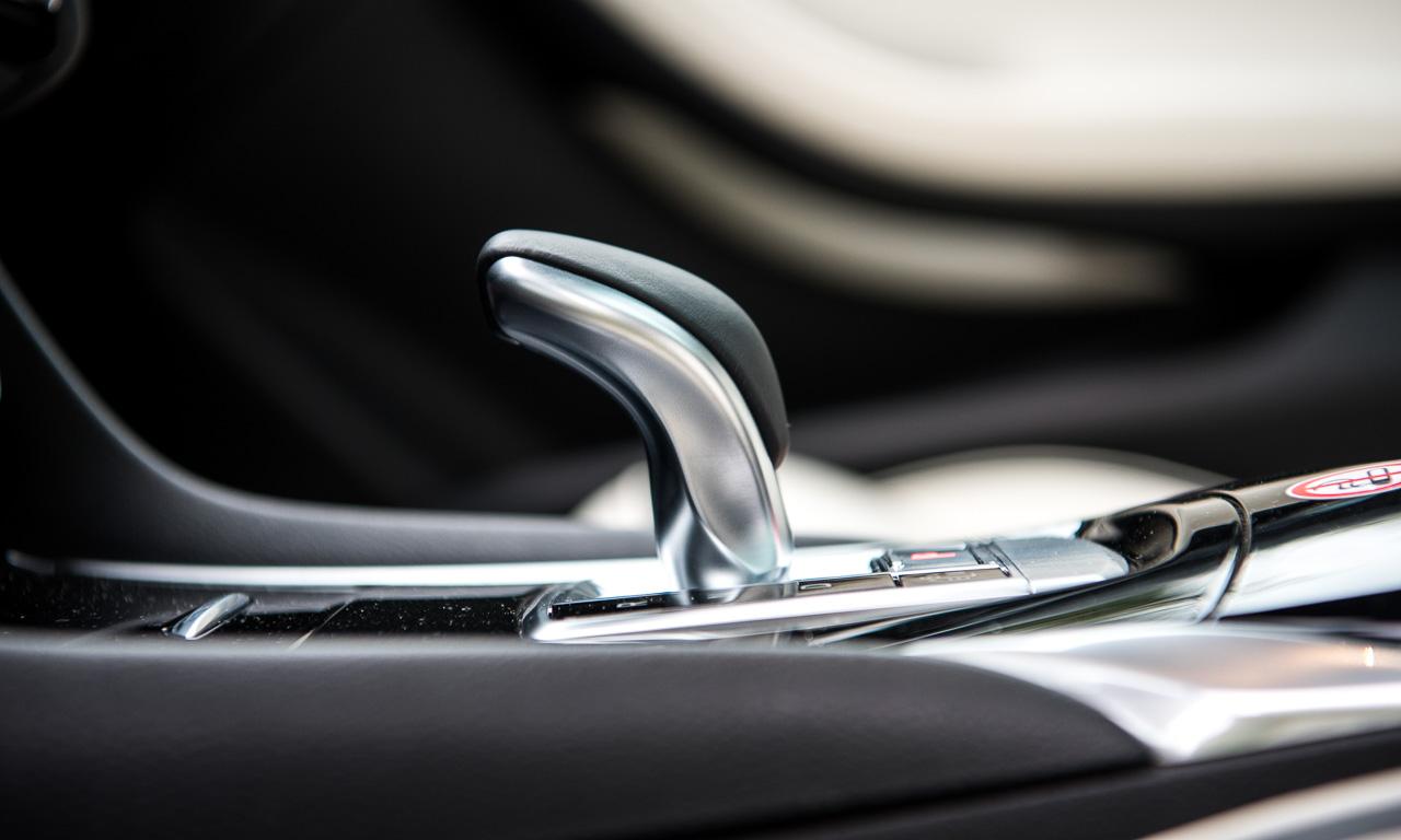 Eines der schönsten Details im Interieur des Infiniti Q30: der Gangwahlhebel. Der ist von Mercedes-Benz bzw. AMG.