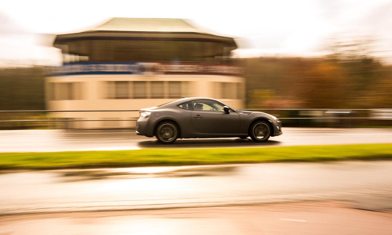 Toyota GT86 im Test von AUTOmativ.de ToyotaGT86 Fahrbericht Review Wien Details Vienna Sportwagen von Toyota Subaru BRZ 41 - Toyota GT86 (2016) im Test: Tiefe Alltags-Rennsemmel