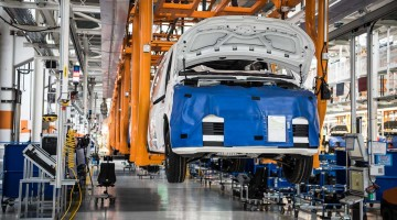 In diesen Hallen wird seit 60 Jahren der VW Bulli produziert!