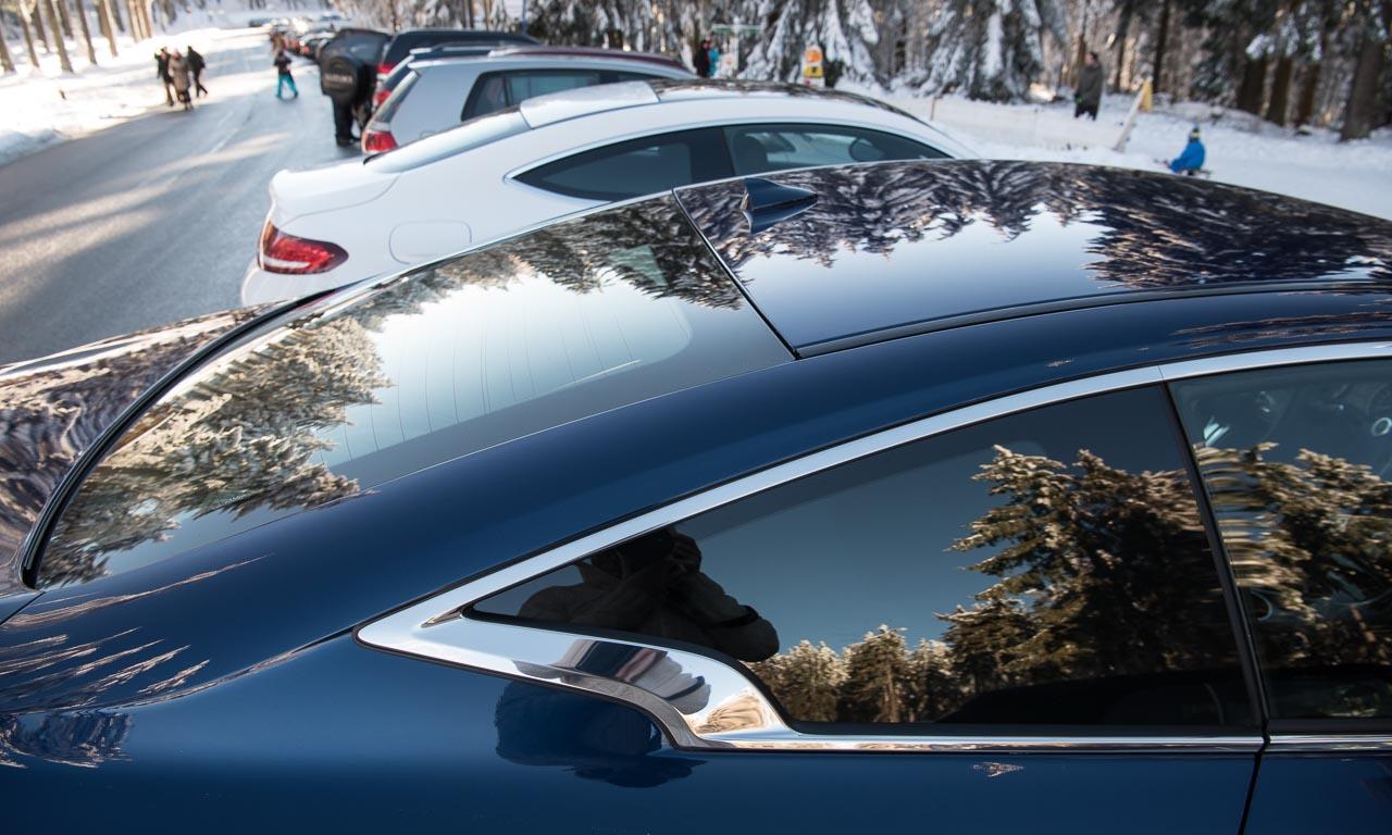 Wäre die für Infiniti typische Sichelform in den hinteren Seitenscheiben nicht, hätten jene beiden Fahrzeugdesigns sehr viele Parallelen am Heck.