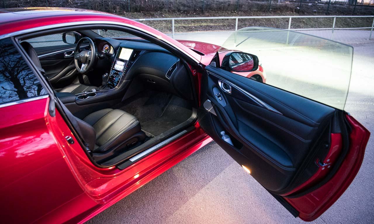 Infiniti Q60 auf dem Autosalon in Genf-Zehn-Schicht-Lackierung-R