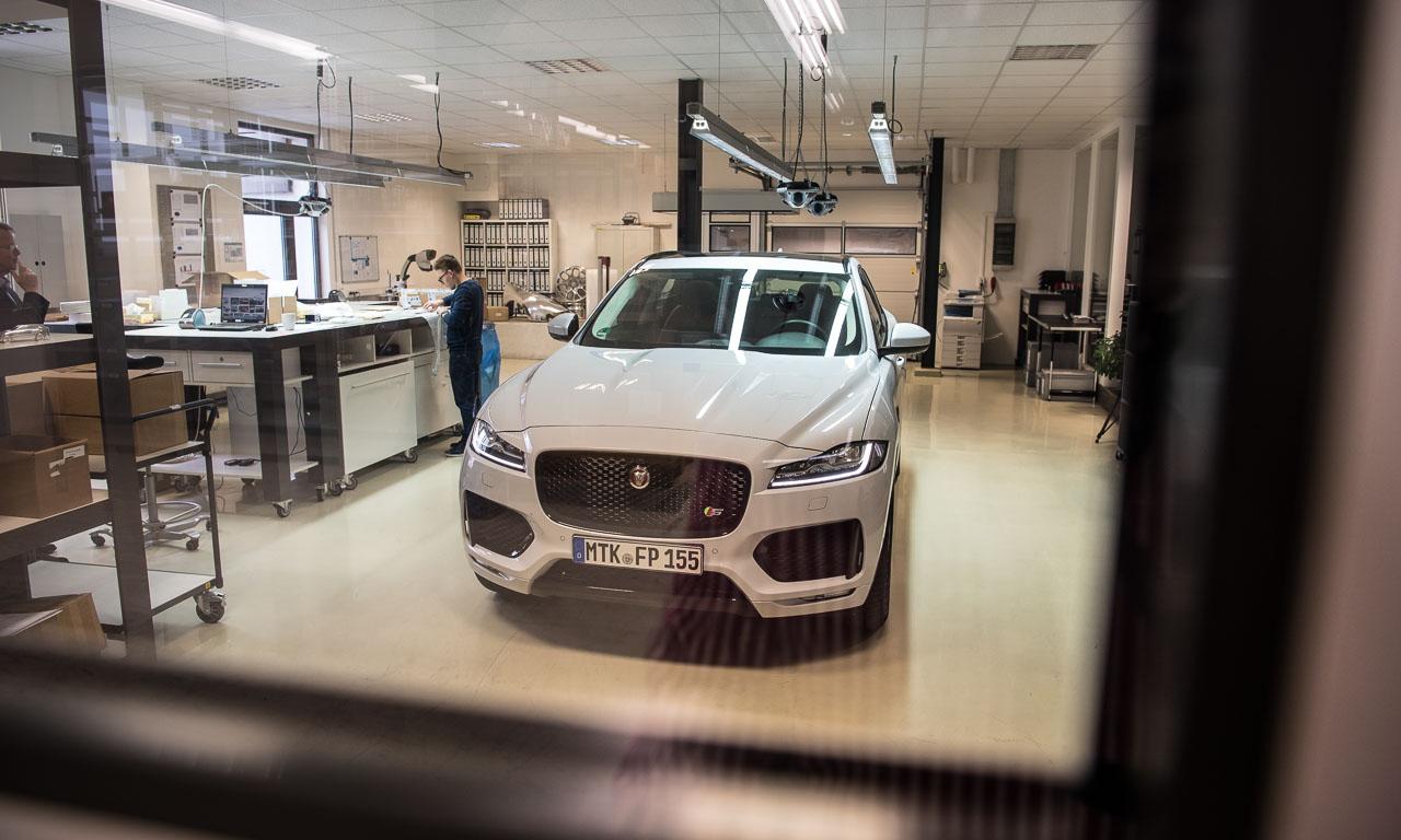 Jaguar F Pace S 2017 380 PS im Test von AUTOmativ.de Benjamin Brodbeck Review Fahrbericht Bernd Kussmaul GmbH Jaguar CX17 43 - Die Bernd Kussmaul GmbH bringt Glanz in den Jaguar F-Pace und Bugatti Chiron